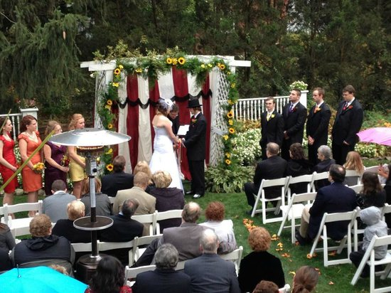 Bennett-Curtis House: Arch Ceremony