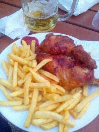 Königlicher Hirschgarten: half chicken and fries