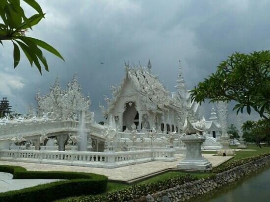 Nok's Garden Resort: White Temple (nearby attraction)