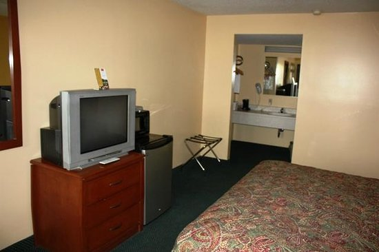 Econo Lodge Paw Paw: room