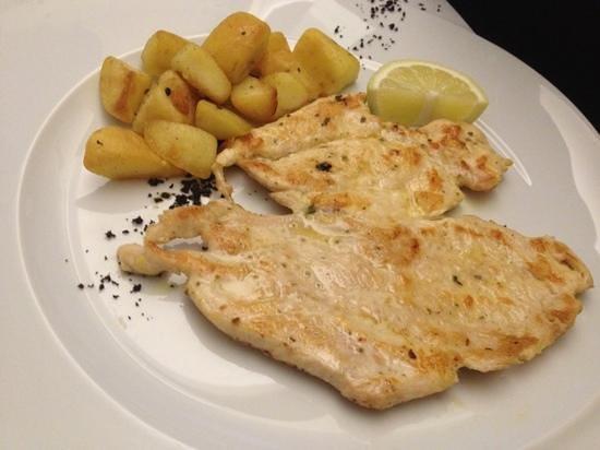 Best Western Hotel La' Di Moret: room Service - petto di pollo con patate. GUSTOSO