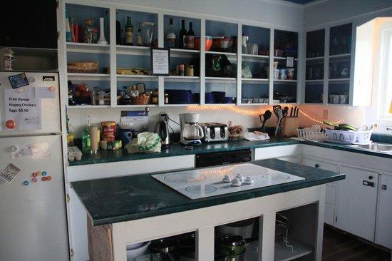 HI Trinity Skerwink Hostel: kitchen galore