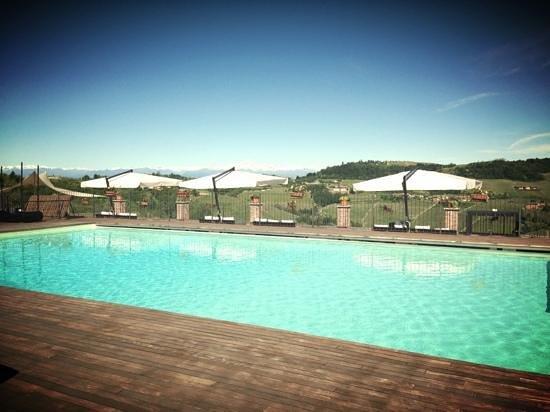 Golf Relais Monforte: piscina esterna con vista