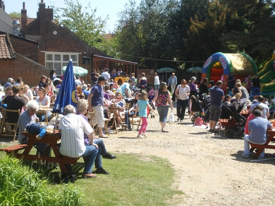 White Horse Chedgrave: Teddy bears' picnic in the garden