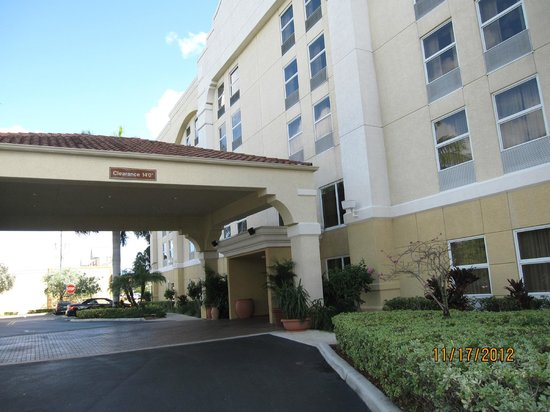Hampton Inn Fort Lauderdale Airport North Cruise Port: Hotel Entrance