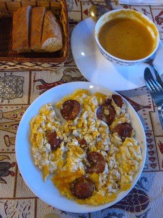 Maccan Cafe Restaurant: egg with turkish sausages and lentil soup