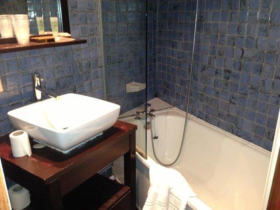 Hôtel Trianon Rive Gauche: the bathroom