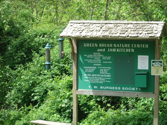 Green Briar Nature Center and Jam Kitchen: Start of Nature Trails