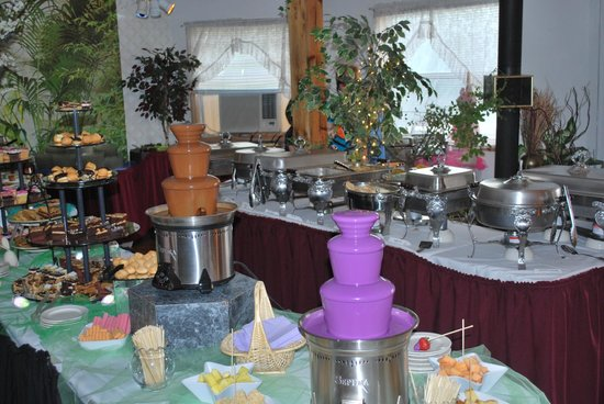 Grant Park, IL: Brunch Buffet