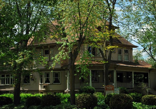 Grant Park, IL: The Bennett-Curtis House