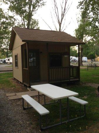 Sandusky KOA campground: Cabin # 174