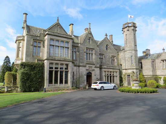 Roxburghe Hotel & Golf Course: Front of the hotel