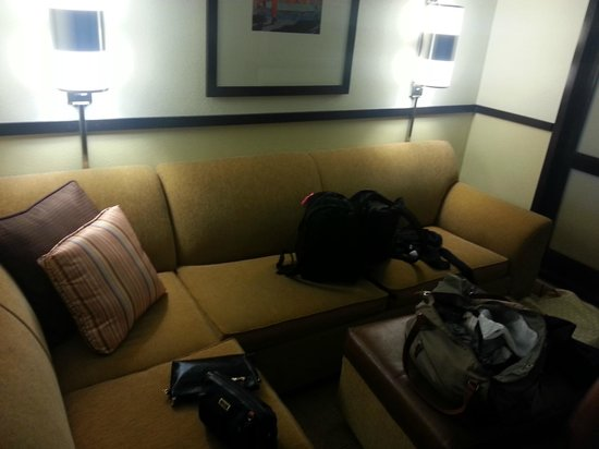 Hyatt Place Colorado Springs: Sitting area, converts to bed