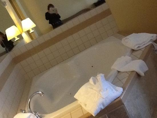 French Lick, IN: hot tub in our room
