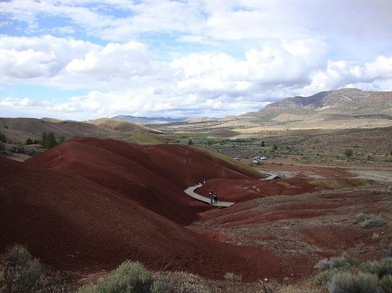 John Day Fossil Beds National Monument: Painted Cove Trail at Painted Hills Unit
