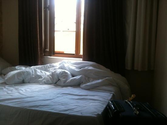 Hotel Kumkapi Konagi: la seule place ou tu peux poser une valise et non deux