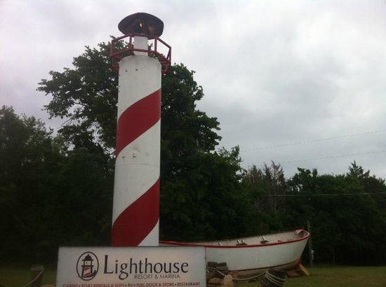 Lighthouse Resort and Marina: Entry