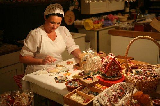 Gostilna Lectar: Making honey-bread
