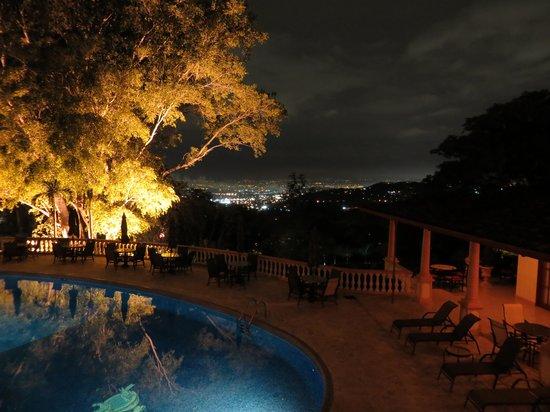 Ringle Resort Hotel & Spa: night from the restaurant