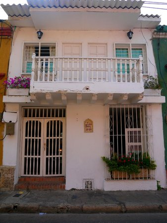 Casa Mary: FACHADA