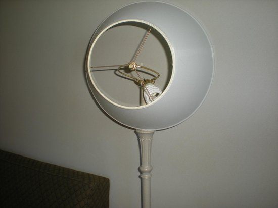 Country Inn & Suites by Radisson, Newark, DE: Broken lamp!