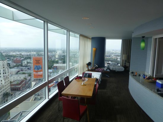 Loews Hollywood Hotel: Great huge view from suite