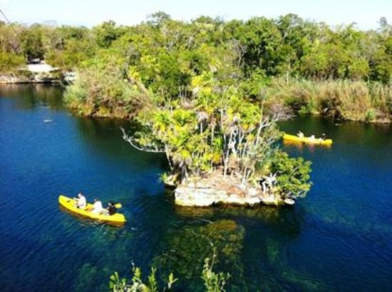 Sian Ka'an Jeep: kayak in the biggest cenote of this area