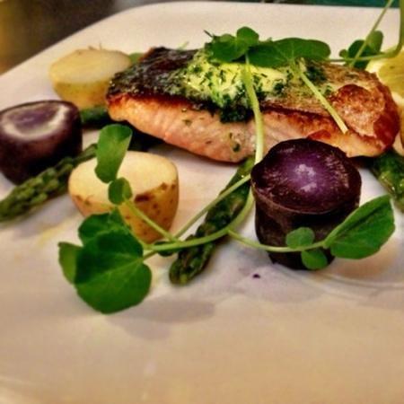 Café Renoir: salmon special