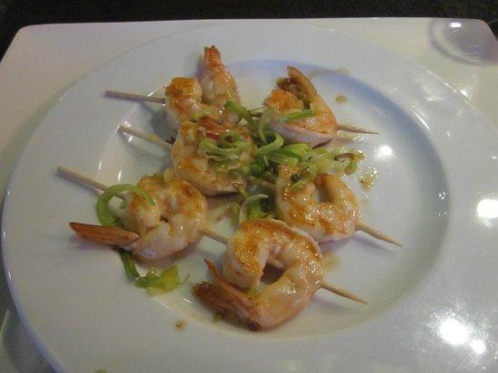 Oriental Garden Restaurante: Prawn Skewers starter - ummm