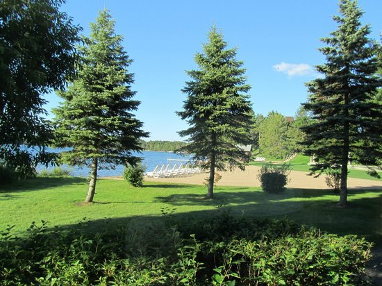 Madden's on Gull Lake : View of Beach area on Wilson Bay.
