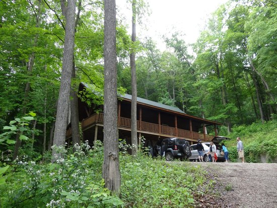 Hocking Hills Serenity Cabins: rocky view lodge