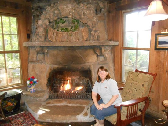 Lake Rabun Hotel & Restaurant: Main Fireplace