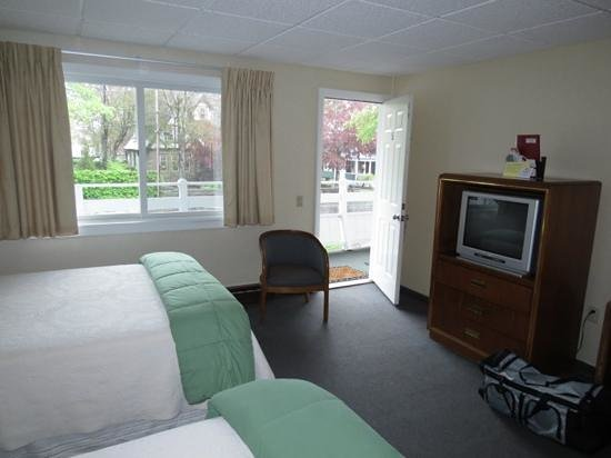 Moseley Cottage Inn and Town Motel: chambre avec 2 lits doubles