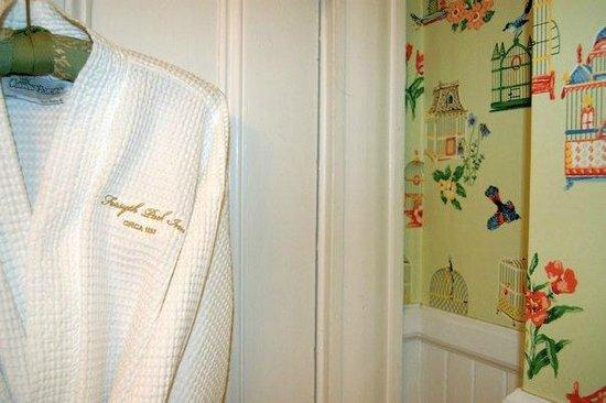 Forsyth Park Inn: Robes & more fantastic wallpaper