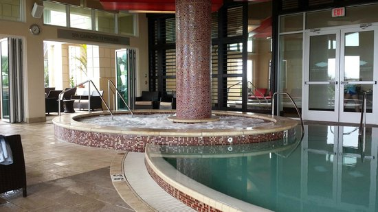 Oceanaire Resort Hotel : 21 & up Pool and Spa