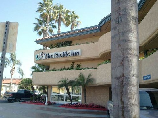 The Pacific Inn: Front of hotel
