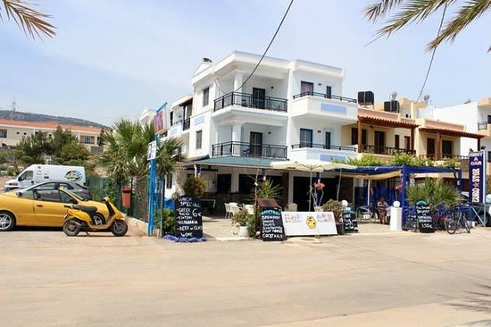 Maistrali Apartments: The hotel and the parking near it