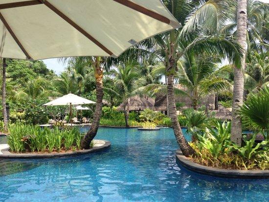 Shangri-La's Boracay Resort & Spa: The pool