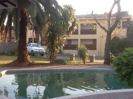 Nelspruit Lodge: 2  Swimming pools ,braai facility's ,play ground to keep the younger-ones bussy
