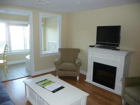 The Breakers on the Ocean: 2 bdrm unit (oceanfront bldg); living room