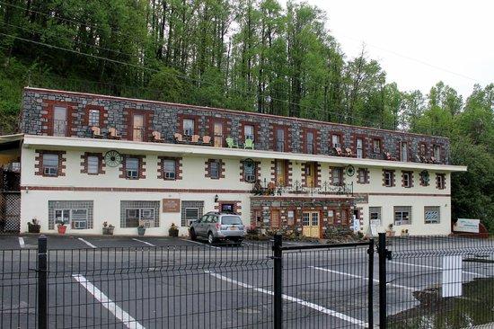 سكاي لاين فيلدج إن آند كافيرن تافيرن: Skyline Village Inn