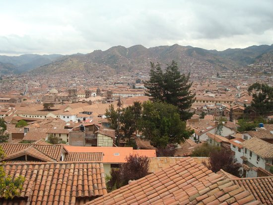 Samay Wasi Youth Hostels Cusco: The view from the porch/dining area