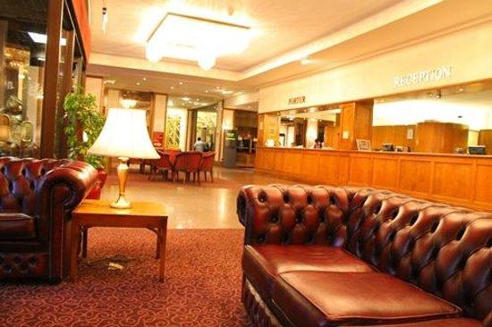 Imperial Hotel: レトロなソファー