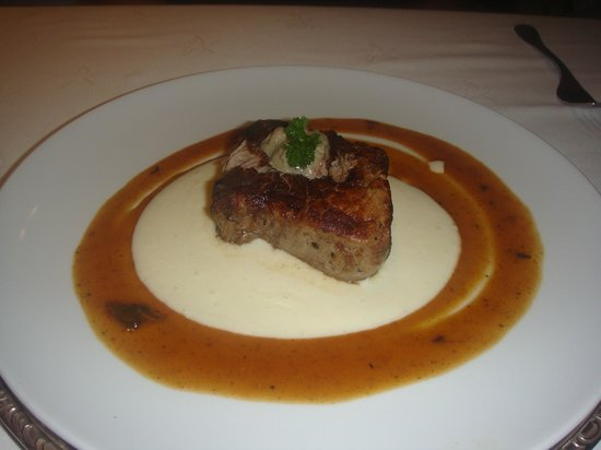 Iberostar Grand Hotel Rose Hall: I wanted to eat my honey's steak at the french restaurant