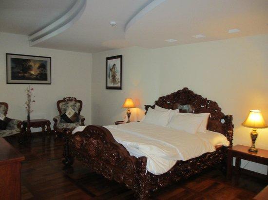 Pacific Hotel & Spa: Schlafraum mit TV