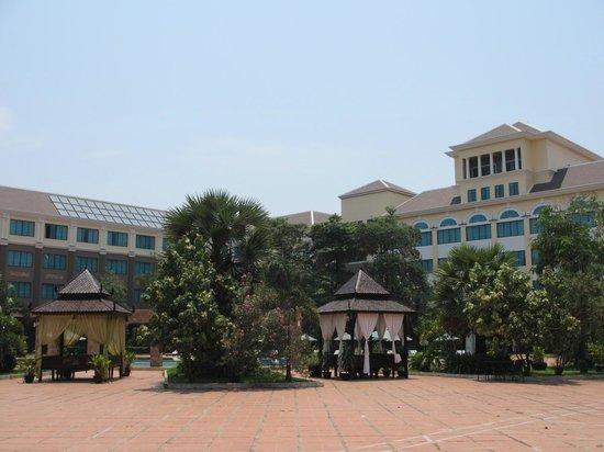 Pacific Hotel & Spa: Blick auf das Hotelgebäude