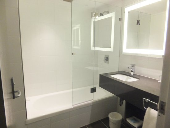 Novotel Melbourne on Collins: Bathroom