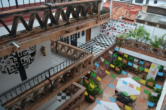 Catedral Vallarta Boutique Hotel: View into the Courtyard
