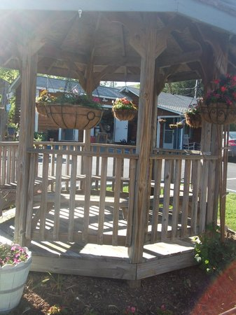 Homestead Inn: Gazebo