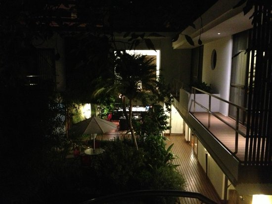 La Inmaculada Hotel : Garden area at night